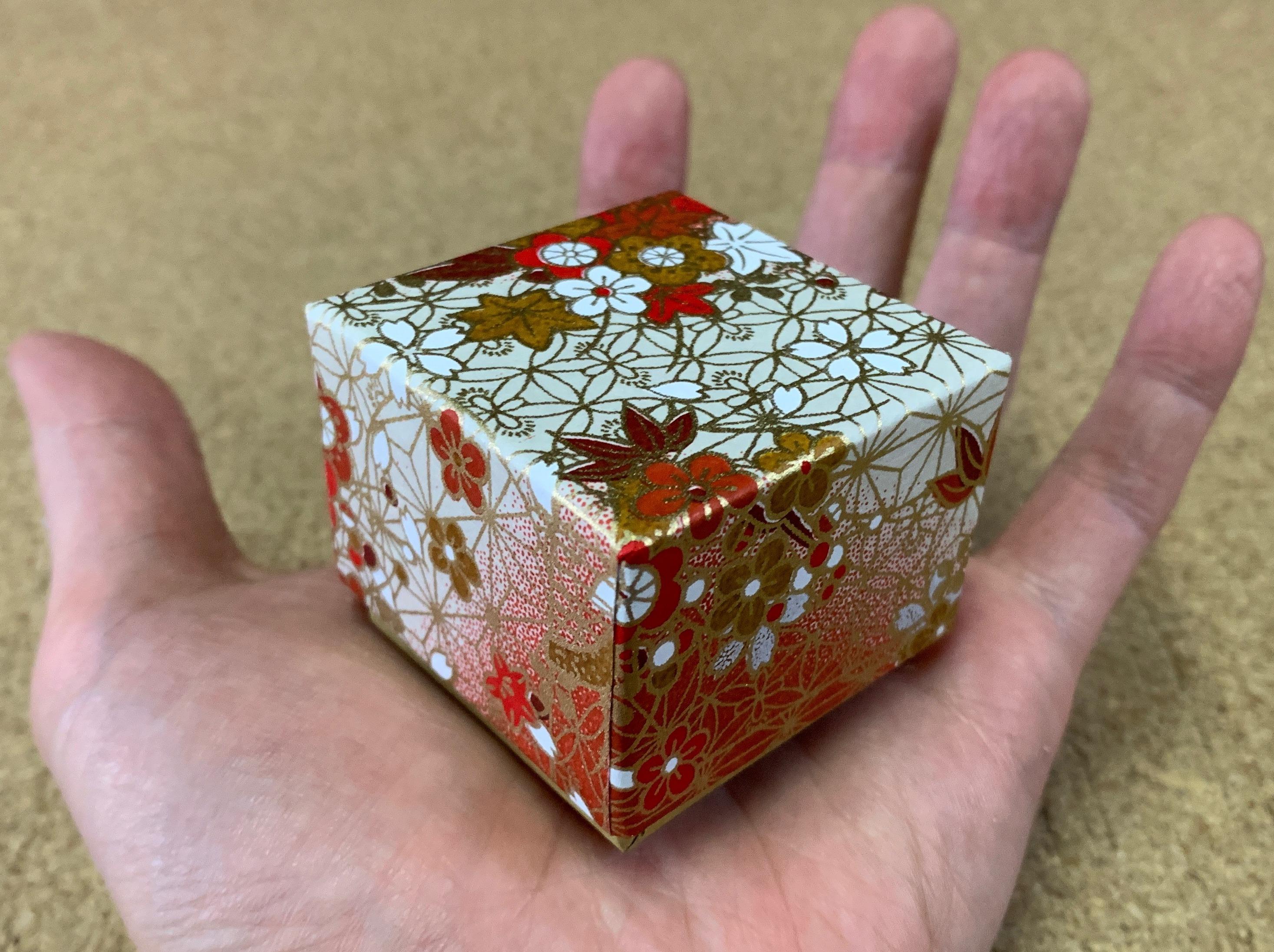 平成最後に作製した貼箱は千代紙を使った手のひらサイズの小箱でした