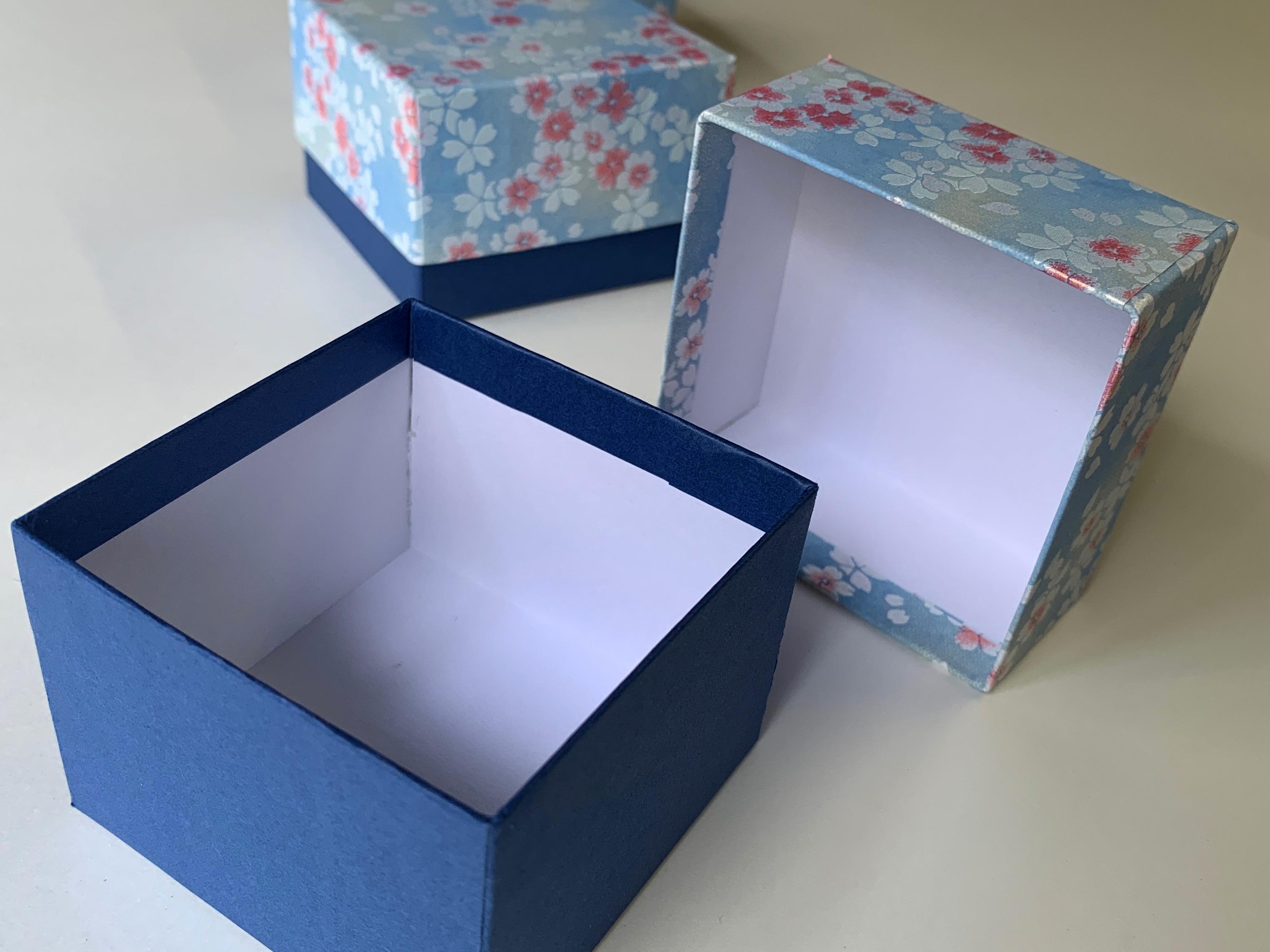 令和最初に別注で作製した貼箱は結婚式の引き出物を収納する千代紙の小箱
