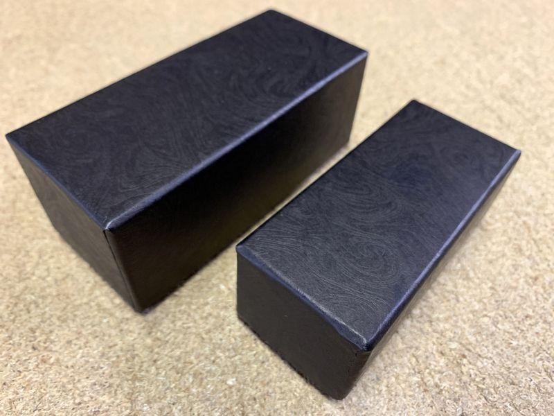 貼箱のサイズは手のひらサイズの大小2種類を作製しました
