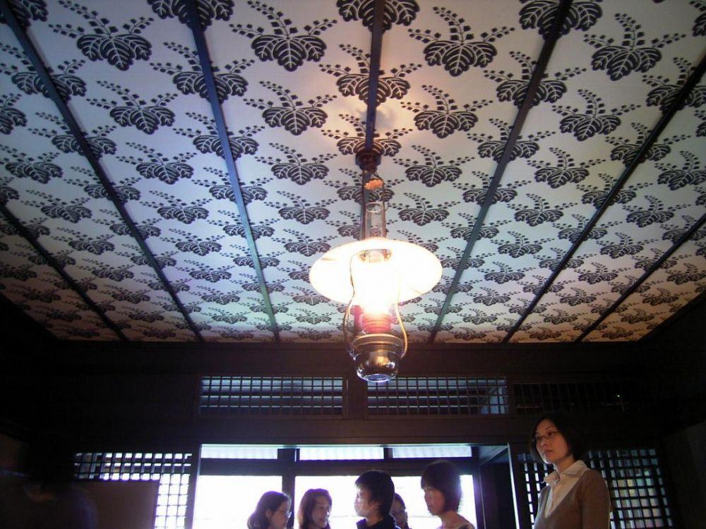 唐紙のしつらい 天井貼り