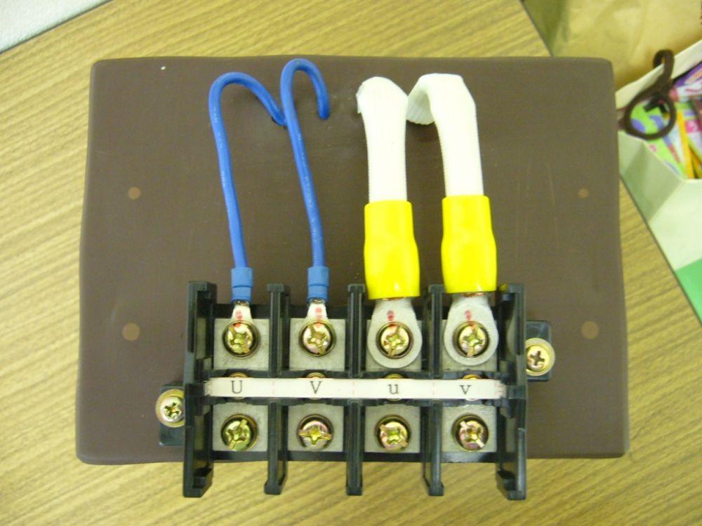 真上から見た変圧器の接続端子