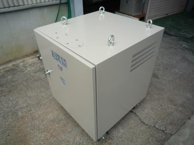 多様な電圧を任意で選らんで使える電源変圧器