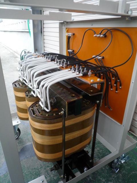 電源内部のトランスタップ出力配線