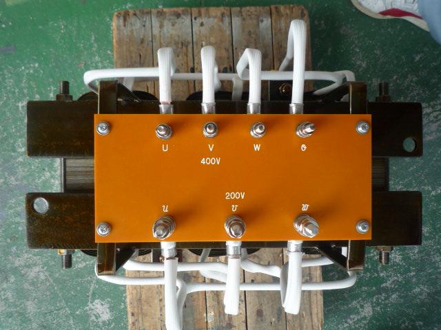 トランス(変圧器)の接続端子