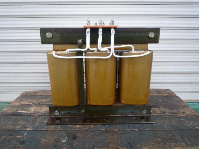 デルタ-デルタ結線で位相を同じにした変圧器