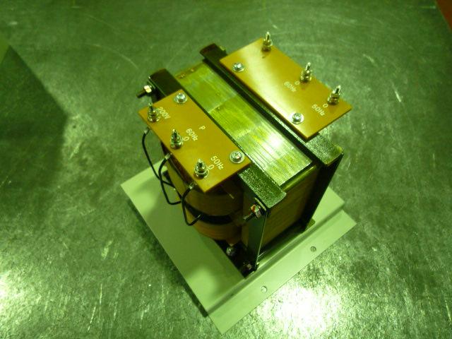 リーケージトランスの200Vから1000Vにする変圧器