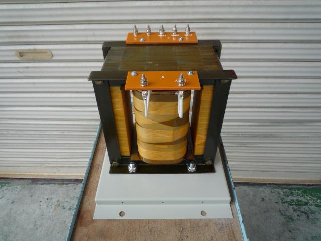 出力230Vに昇圧するアップトランス