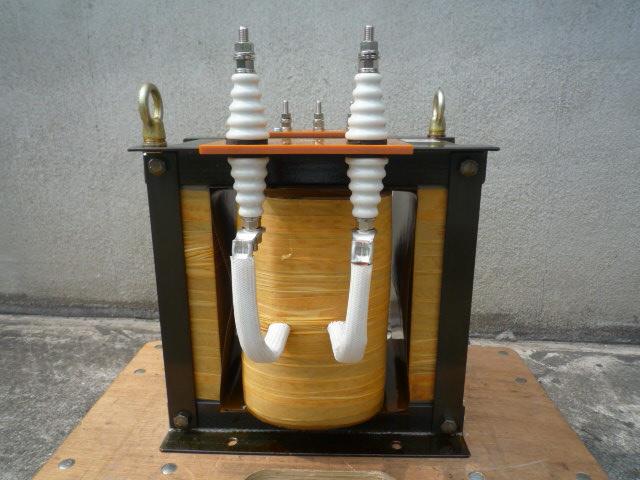 絶縁端子 対アースと1次間の電位を浮かせる絶縁耐力と距離が必要