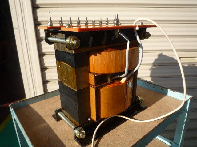変圧器高電圧出力側