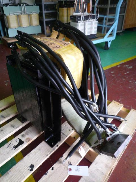リード線は従来品を活用した変圧器