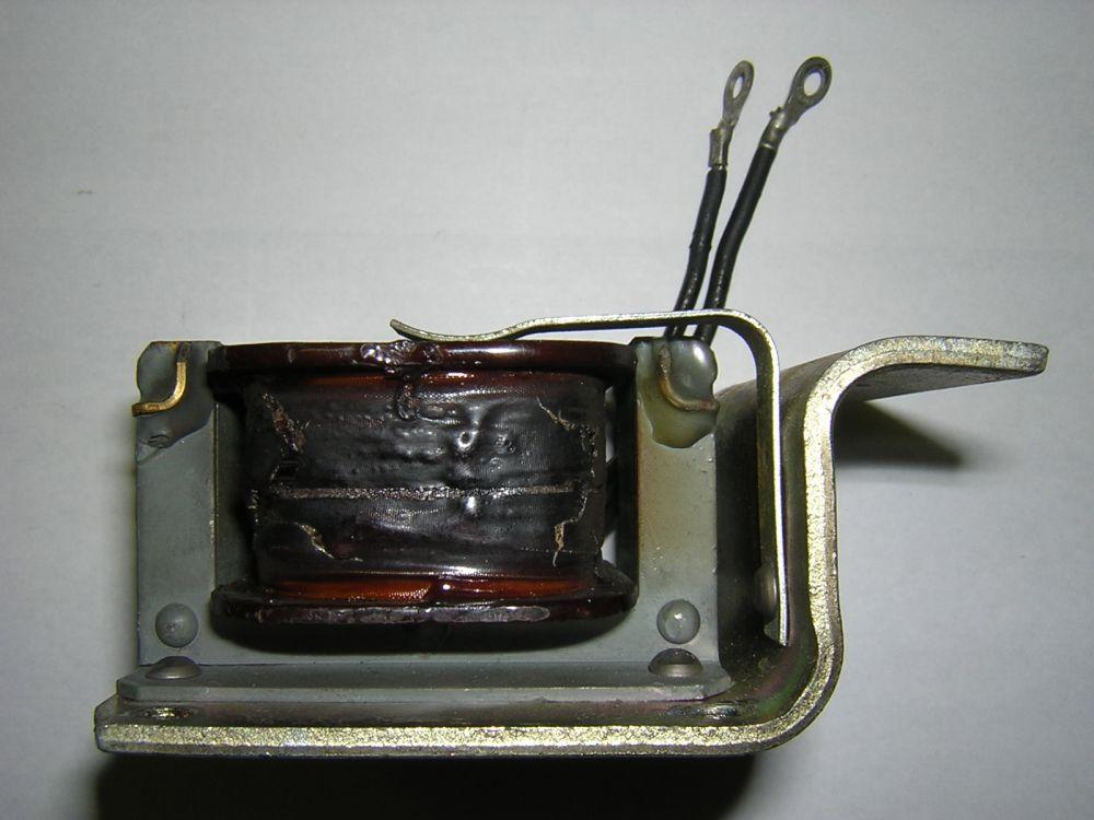 黒く焼け焦げたコイル