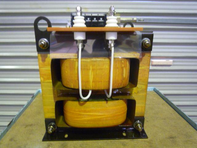 高電圧に耐えられる構造が求められている変圧器