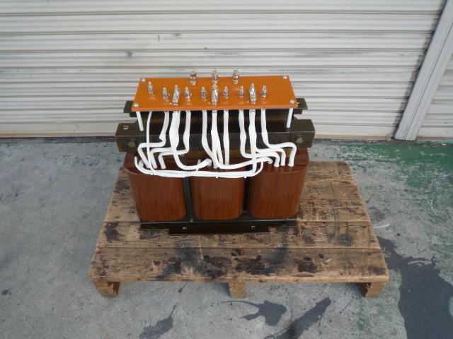入力側200V級タップ付きモールド変圧器