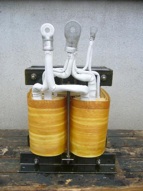 電気炉用電源回路でもよく使われている単巻変圧器
