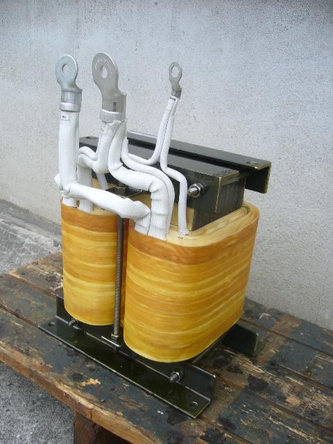 単相単巻変圧器