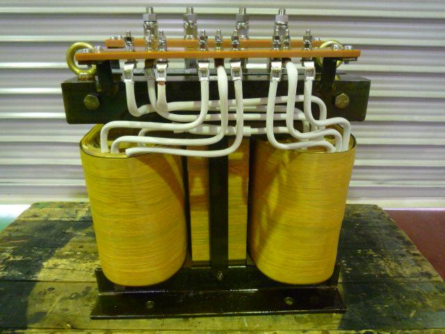 一次切替方式のスコット結線変圧器
