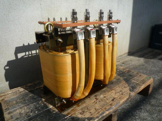 出力側単相二回路から構成されているスコット結線変圧器