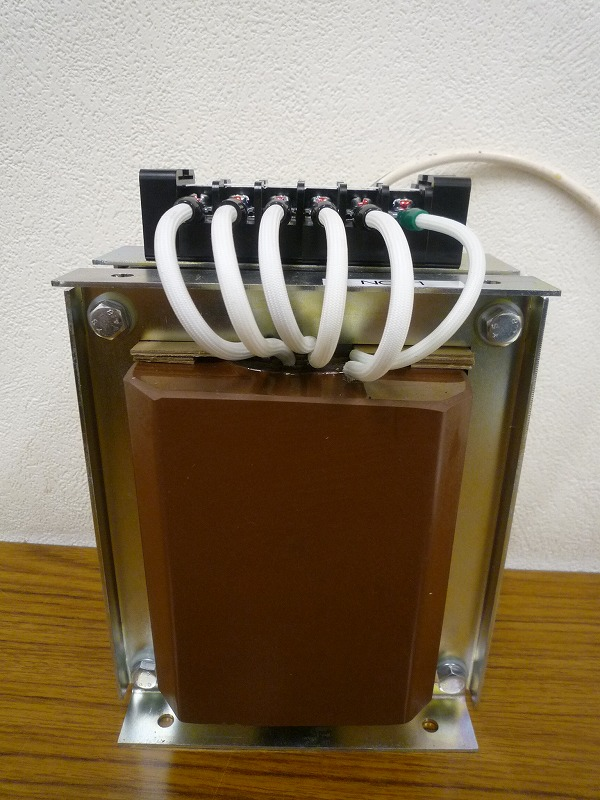 入力側100V×2回路直並列切り替え式 計器用変圧器