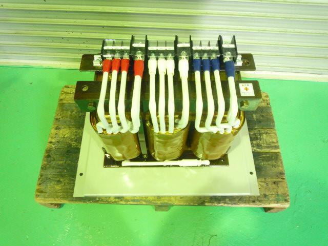 三相単巻変圧器400、380、360Vから200Vにするダウントランス