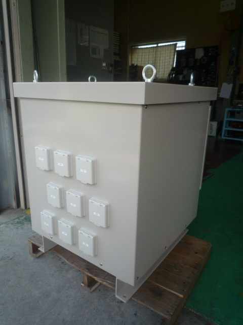 屋外仕様電源変圧器