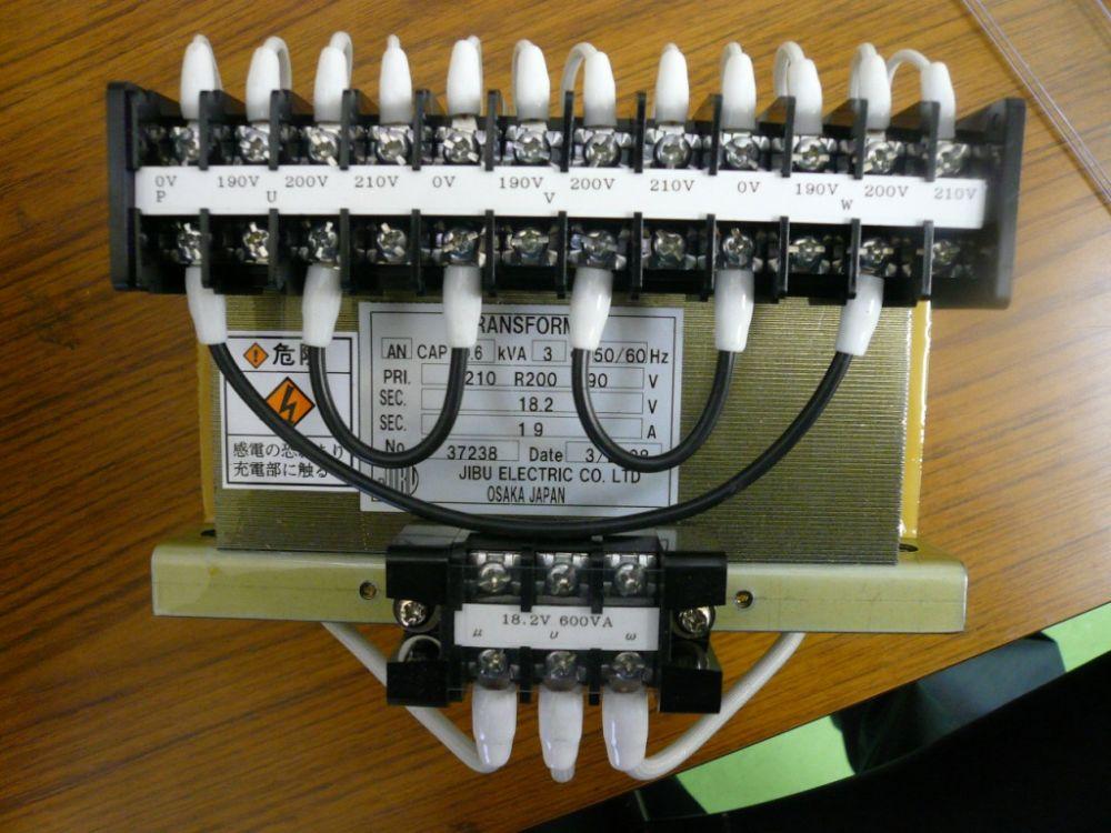 三相全波整流する為に電圧を下げる変圧器