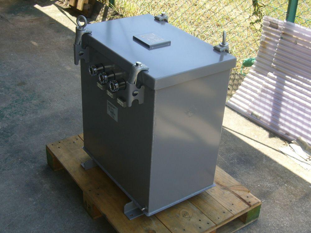 屋外設置用ケース入り変圧器