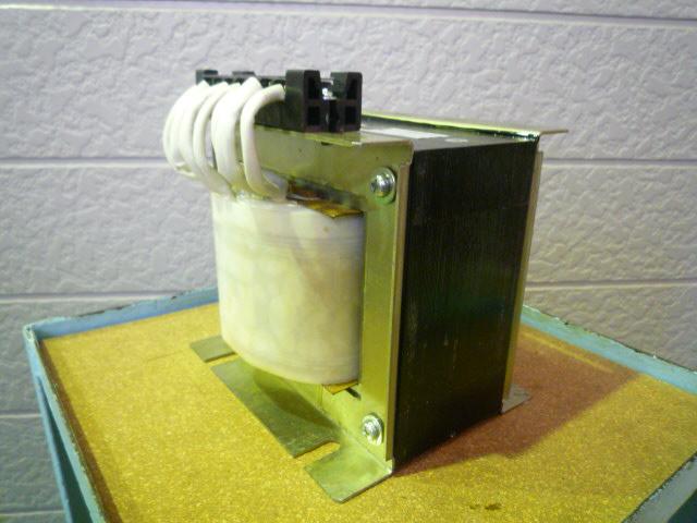 200Vから100Vにする変圧器