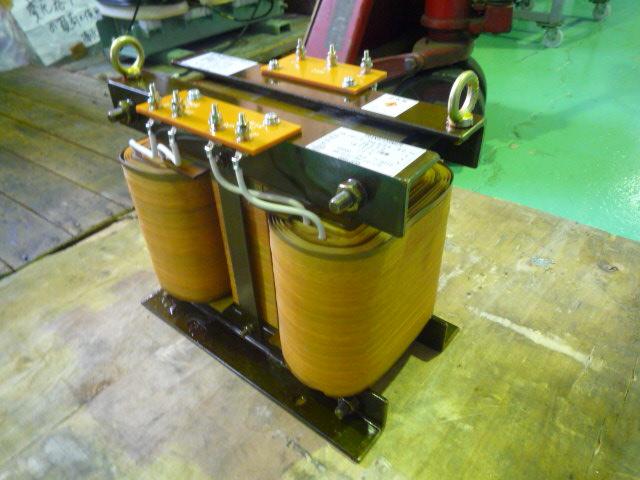 三相から単相変換する変圧器