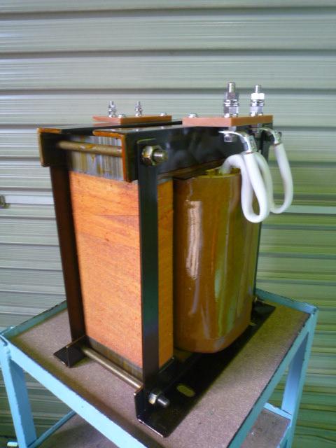 単相7.5kVA 400Vから100Vに降圧するダウントランス