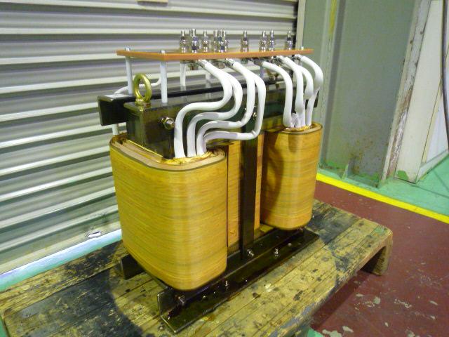 スコットトランス 三相から単相に変換する変圧器
