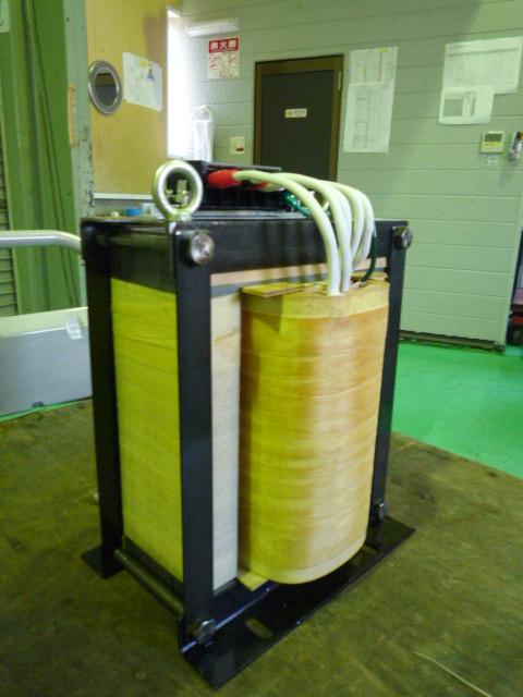 単相2線式から単相3線式へ変換する変圧器