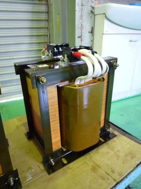 単相三線電気絶縁回路構成用変圧器