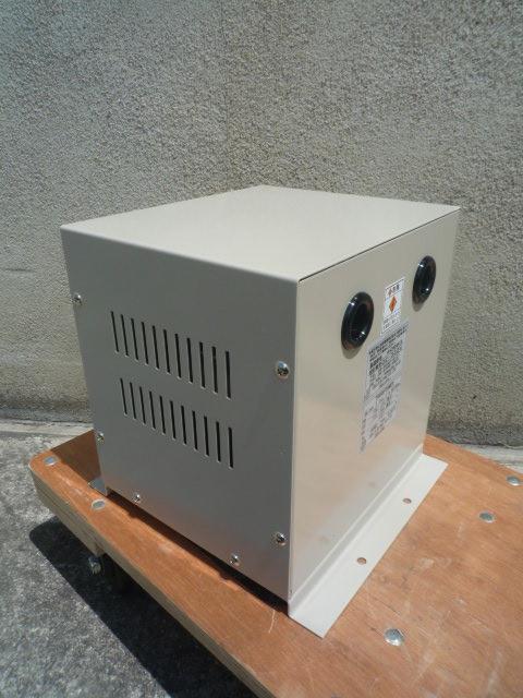電圧調整用トランス