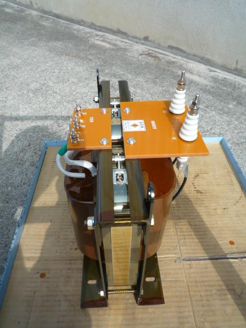 降圧変圧器の鉄心はカットコアを採用しました