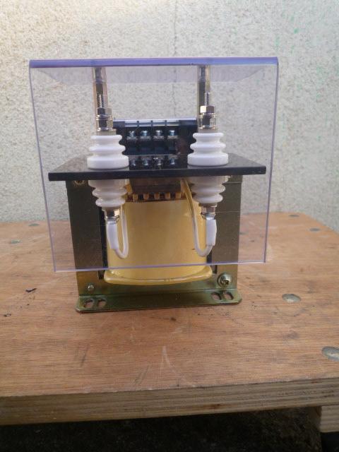 高電圧を低圧に変換して測定する時に使う計器用変圧器