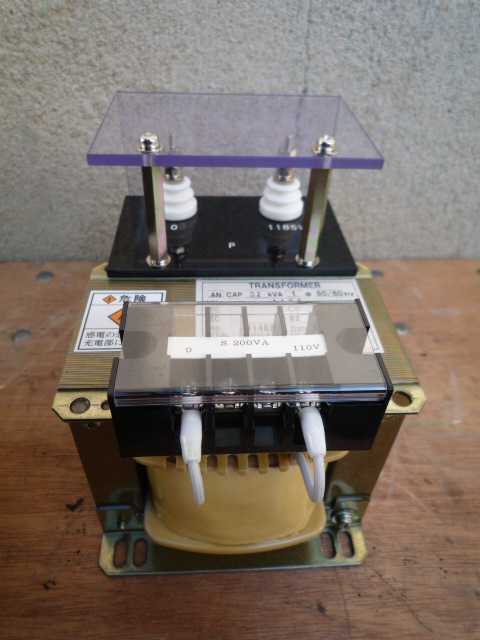 100V級まで下げて電圧測定するための変圧器
