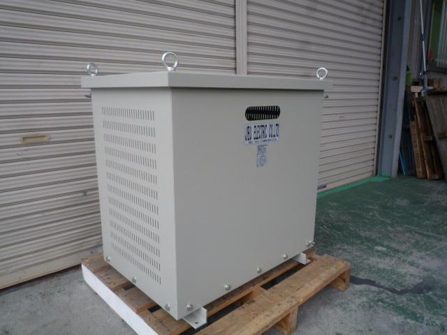 多巻線変圧器ともよばれる動灯変圧器 3相と単相を同時に使える変圧器