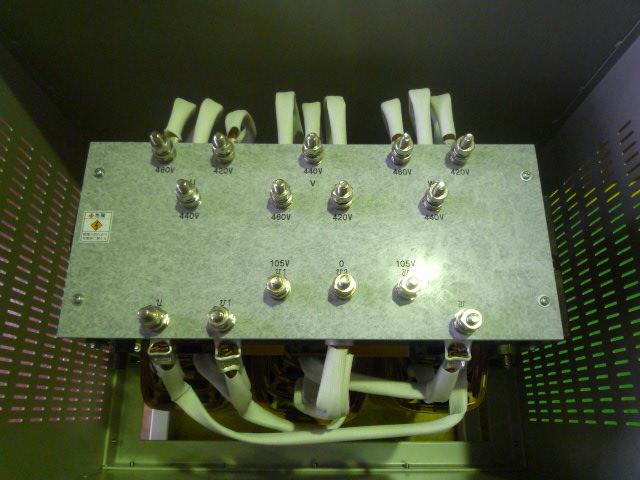 屋内用ケースに入れた灯動共用変圧器