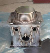 無圧密閉型の油入り変圧器