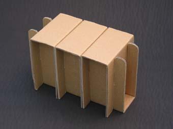 ダンボール製正座椅子組み立て途中