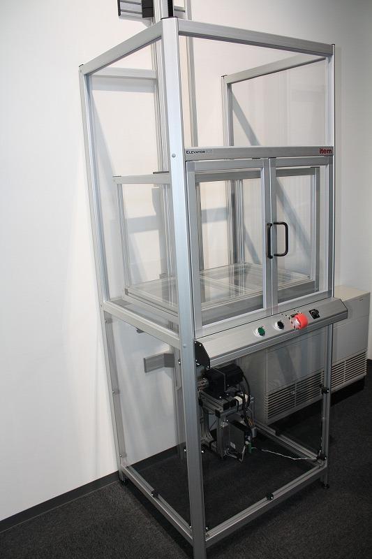 荷物用簡易エレベータ