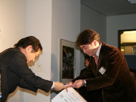平石はるかさん(右)