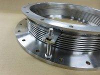 ベローズ内径360mm 面間95mm 両端違径の特殊フランジ付   ベローズ板厚0.3mm バネ定数266N/mm 設計圧力-0.001Mpa 材質ベローズSUS316L 金具・フランジSUS304